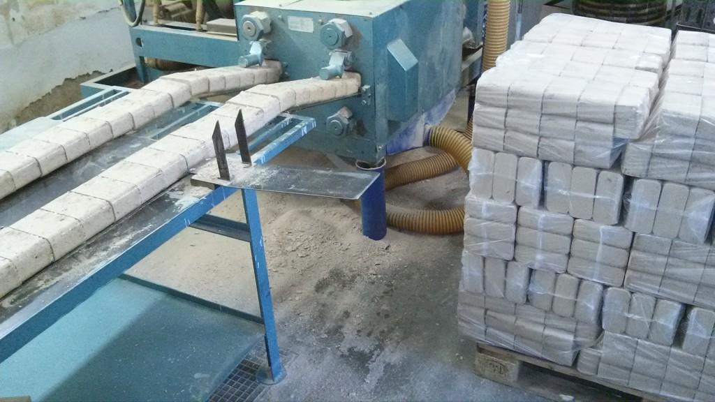 Prodej palivového, odpadového dřeva a dřevěných briket