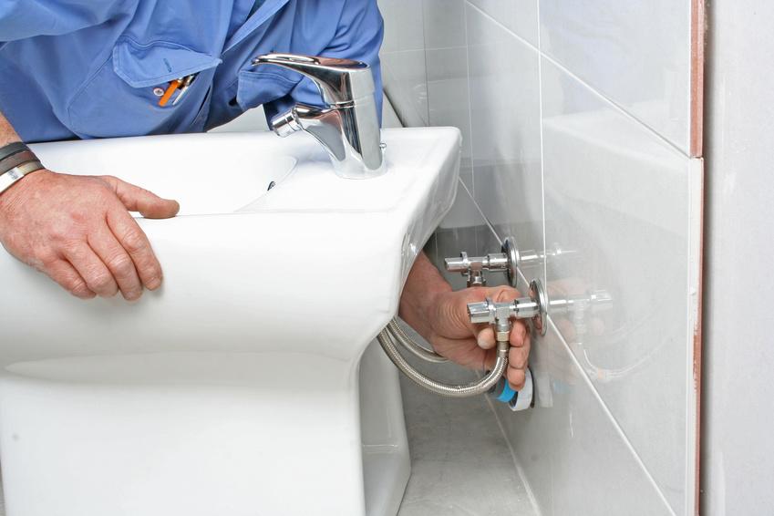 Výměna a rekonstrukce baterií, umyvadla, WC, dřezu