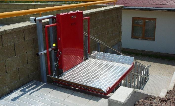 Plošiny pro vozíčkáře - šikmá schodišťová plošina