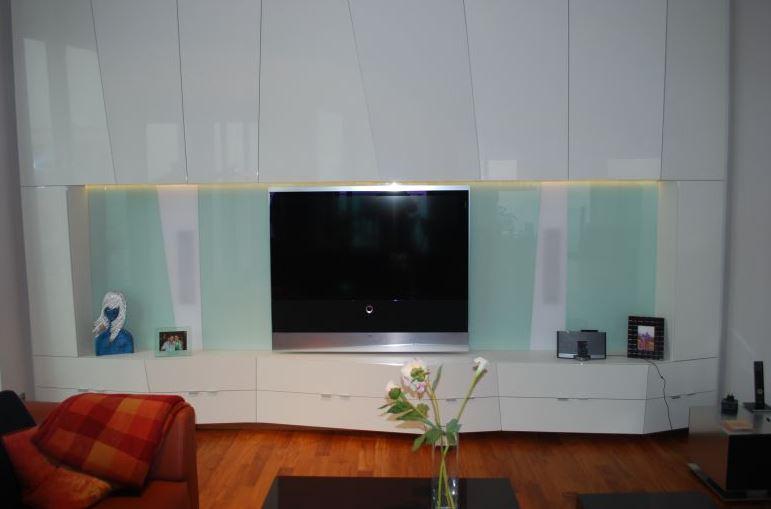 Skleněné obklady od firmy SAŠ GLASS s.r.o. najdou uplatnění i v obývacích pokojích