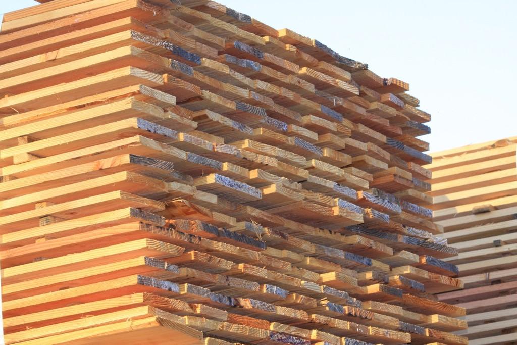 Střešní latě, OSB desky, dřevěné lišty i další stavební řezivo