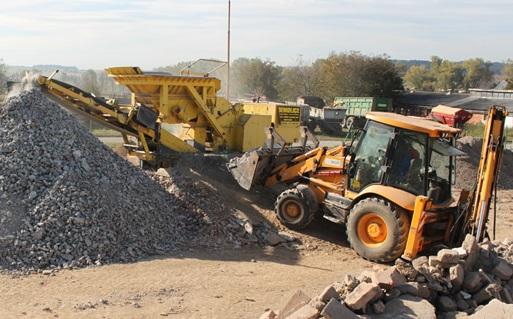 Drcení, třídění stavební suti a zemní práce traktorbagrem JCB 4CX