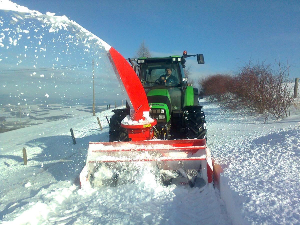Sněžná fréza - strojní úklid sněhu, zimní údržba