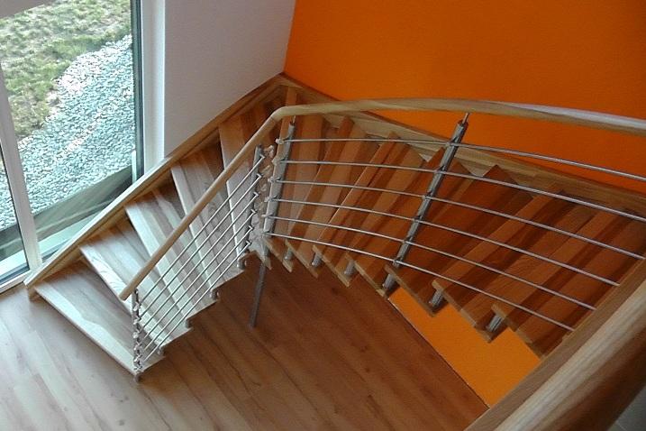 Holztreppen, Geländer, Herstellung Dacice Datschitz, die Tschechische Republik