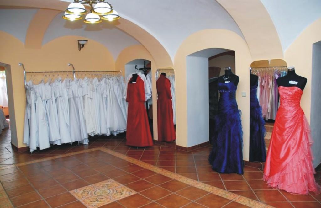 Největší výběr společenských šatů v Novém Jičíně