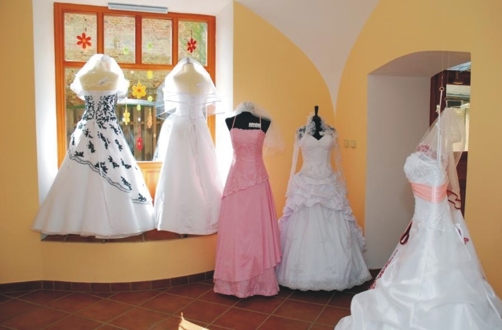 svatební a společenské šaty v Novém Jičíně