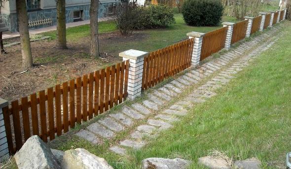 Výměna plotovek při renovaci dřevěných plotů Hradec