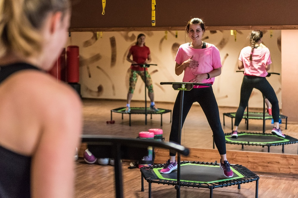 Cvičení na trampolínkách - pravidelné skupinové lekce Jumping