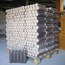 Ekologické brikety lisované z dřevěných pilin, biopalivo - Cheb