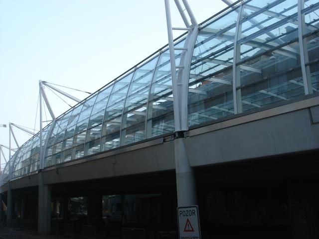 Profesionální skleněné střechy a prosklené protihlukové stěny