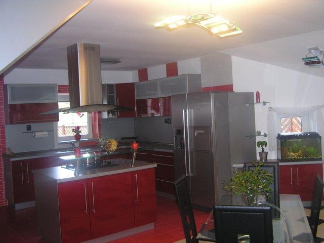 Kuchyně na míru z kvalitního materiálu - vlastní výroba