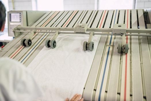 Praní a čištění obleků, společenských a večerních šatů