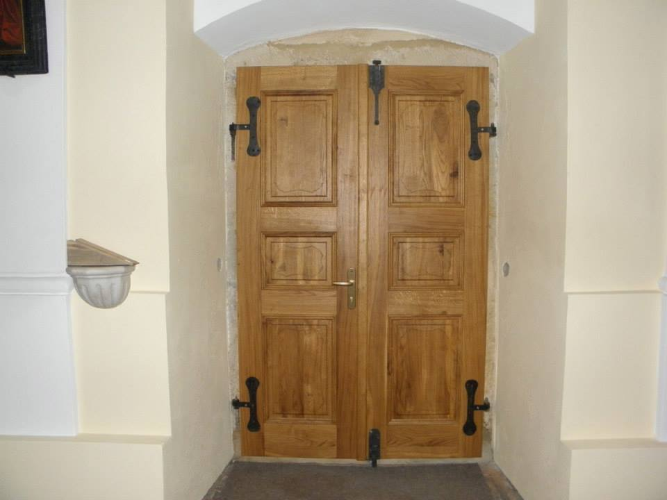 Zakázkové truhlářství v Šumperku - dřevěné dveře a zárubně na míru