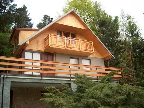 Půdní vestavba, střešní nástavba domu-podkrovní bydlení přináší vyšší komfort