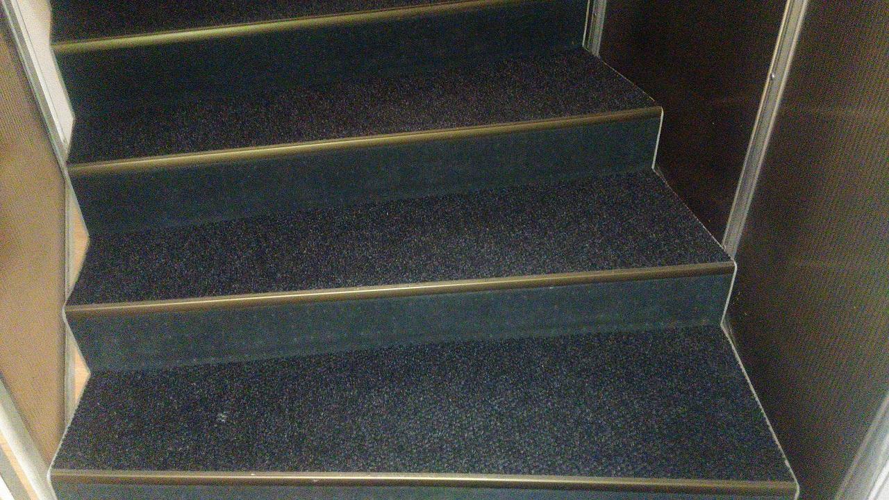 Zátěžové koberce do hotelů a penzionů s protiskluzovým podkladem i na schodiště