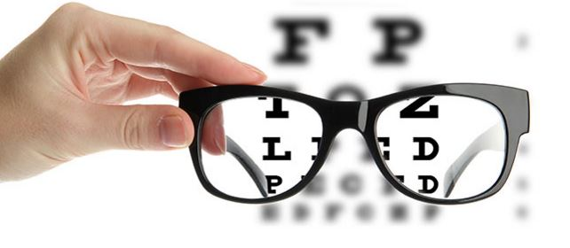 Měření dioptrií v optice pro dioptrické brýle a kontaktní čočky
