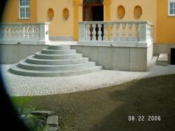 Výroba kamenného schodiště jako elegantní součásti stavby na míru