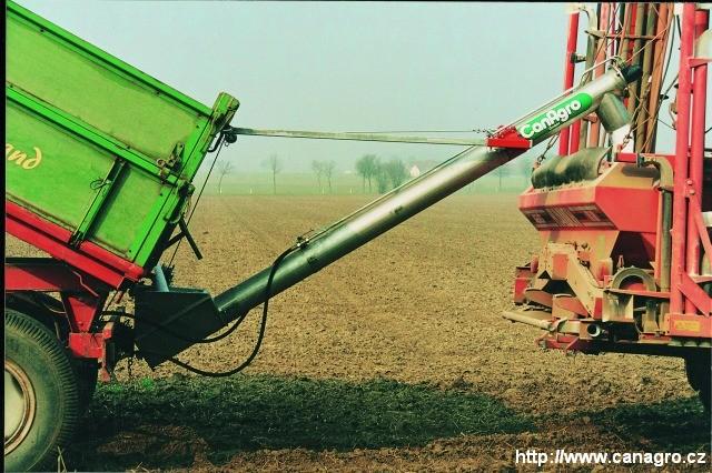 Šnekové dopravníky pro secí stroje a rozmetadla průmyslových hnojiv