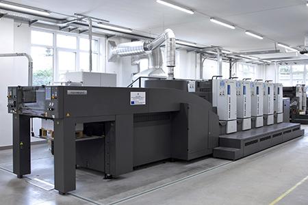 Moderní tiskařský stroj MAN Roland 504LV