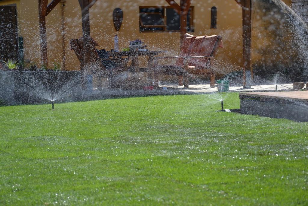Závlahový systém kobercového trávníků - ekonomické řešení zálivky