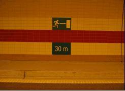 Bezpečnostní tabulky, značky a značení Vám ukáže správný směr při nečekaných událostí | Praha