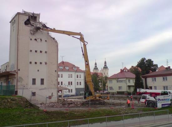 Demolice, bourání, výškových staveb, mostů-bourací práce včetně recyklace a odvozu suti