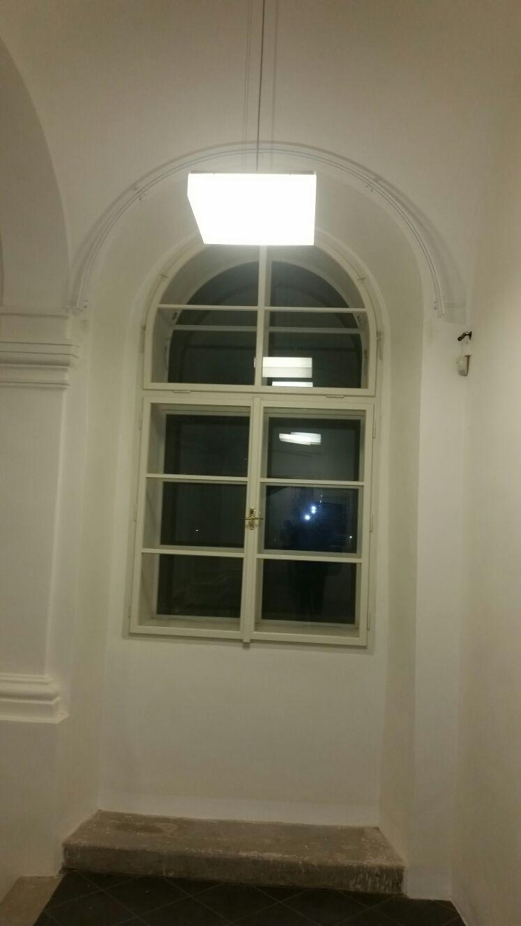 Ušítí záclon a závěsů pro oblouková okna Praha