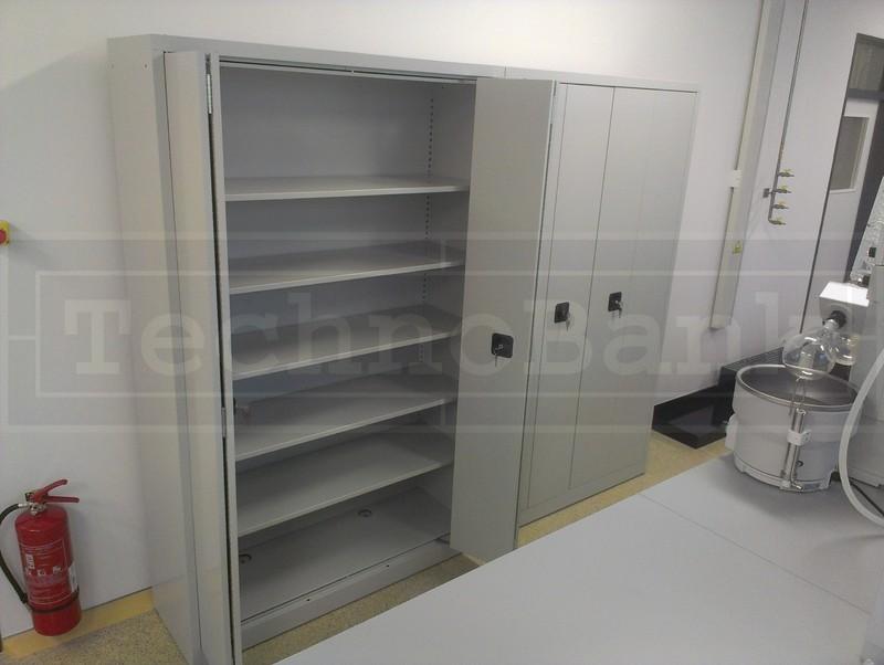 Skladové skříně výroba Praha – správná volba pro každou dílnu nebo sklad