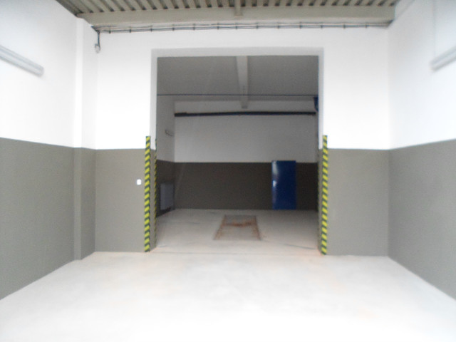 Podlahy z litého betonu pro průmyslové haly i komerční objekty