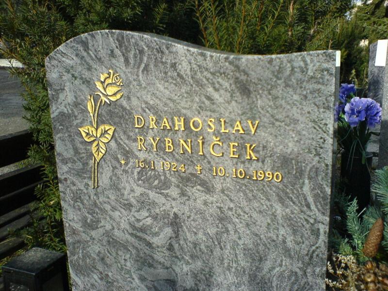 Výroba pomníků, sekání nápisů, kamenictví, opravy pomníků Brno