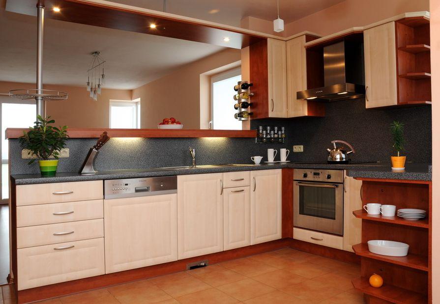 Kvalitní kuchyně se zárukou - grafický návrh ve speciálním programu, výroba, realizace