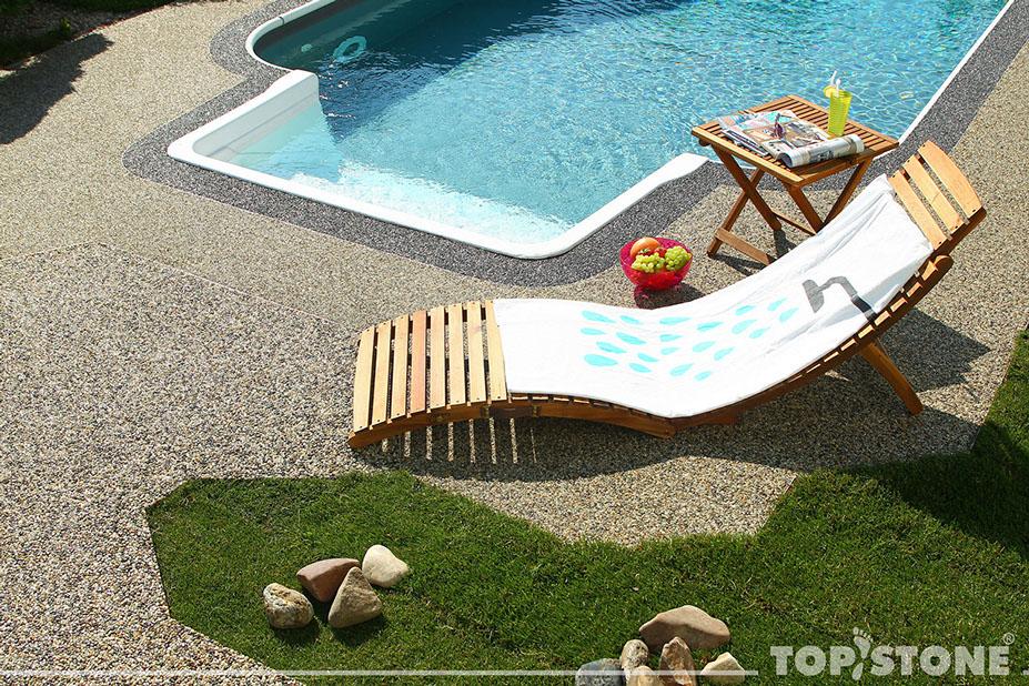 podlahy kolem bazénů