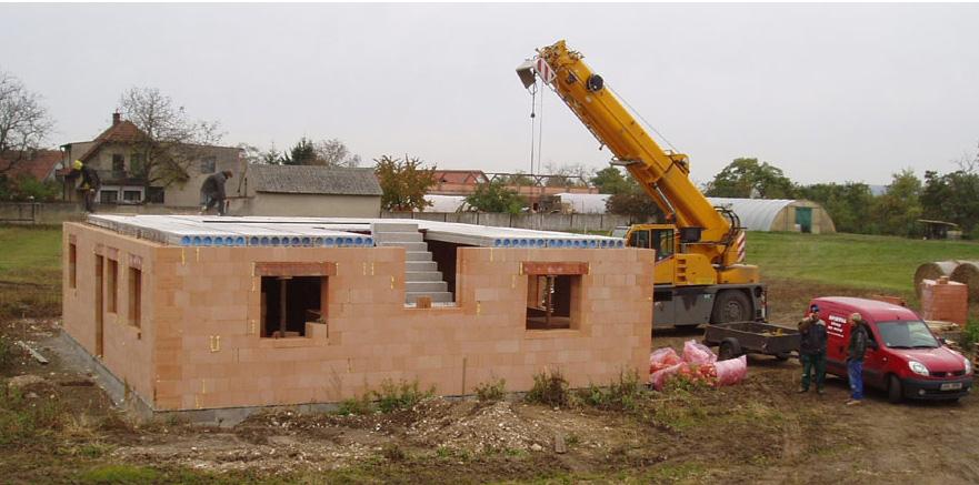 Výroba betonových stropních panelů SPIROLL - stropní systém pro běžné stěnové konstrukce
