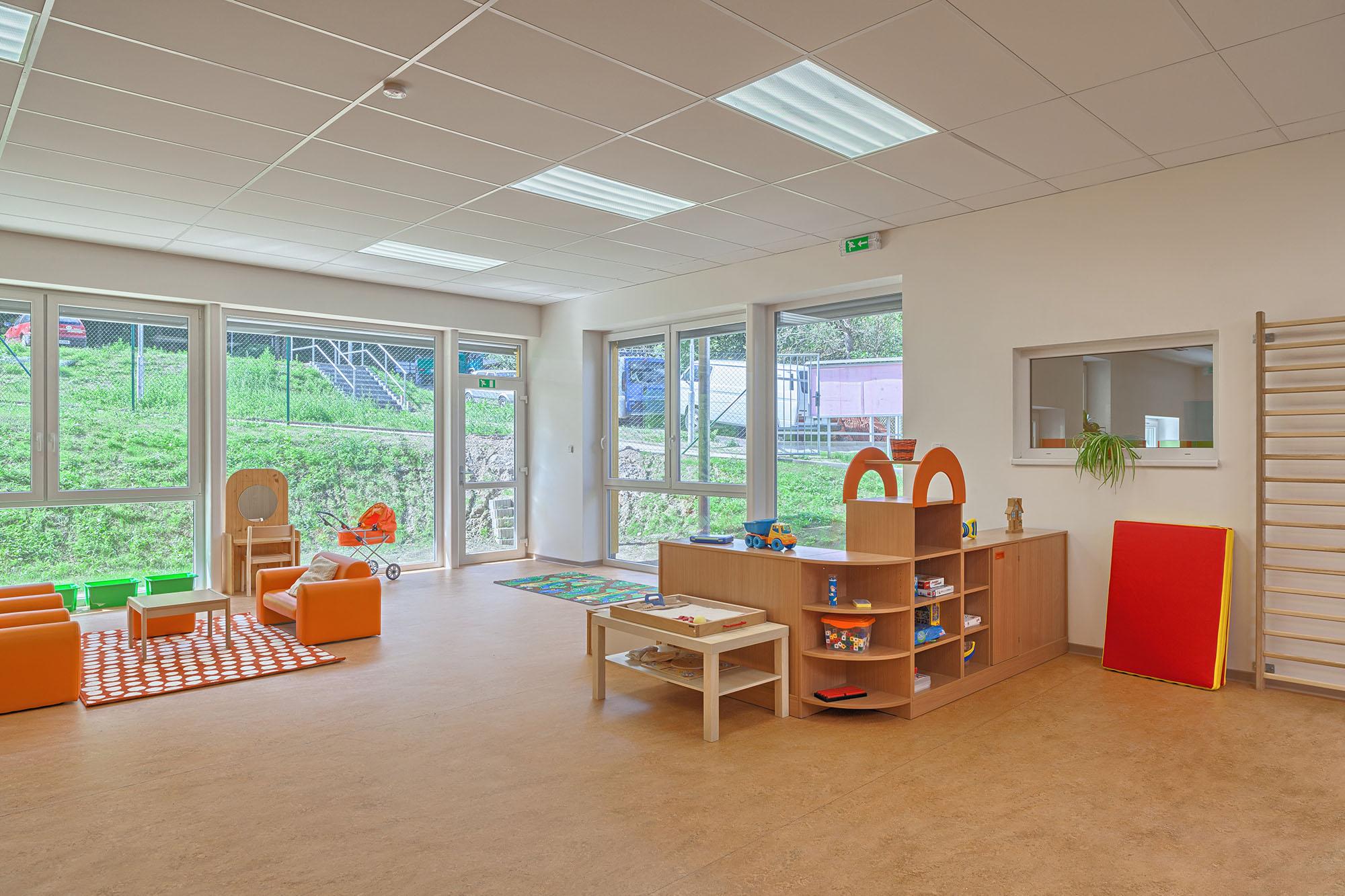 Nábytek a herní prvky pro mateřské školy, s důrazem na bezpečnost