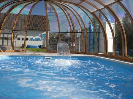 Výroba plastových bazénů na klíč, kruhové, obdélníkové, oválné, bazénové sety