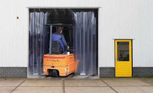 Lamelové clony do vchodů pro zajištění tepelné izolace