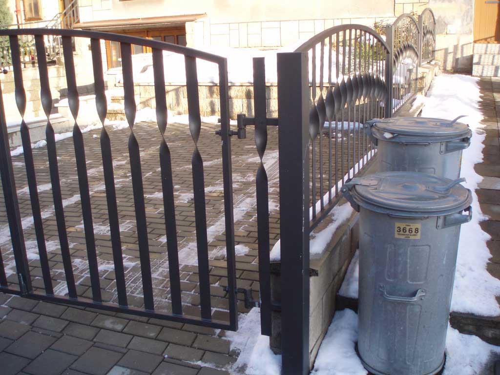 Výroba ocelových plotů, oplocení Jičín