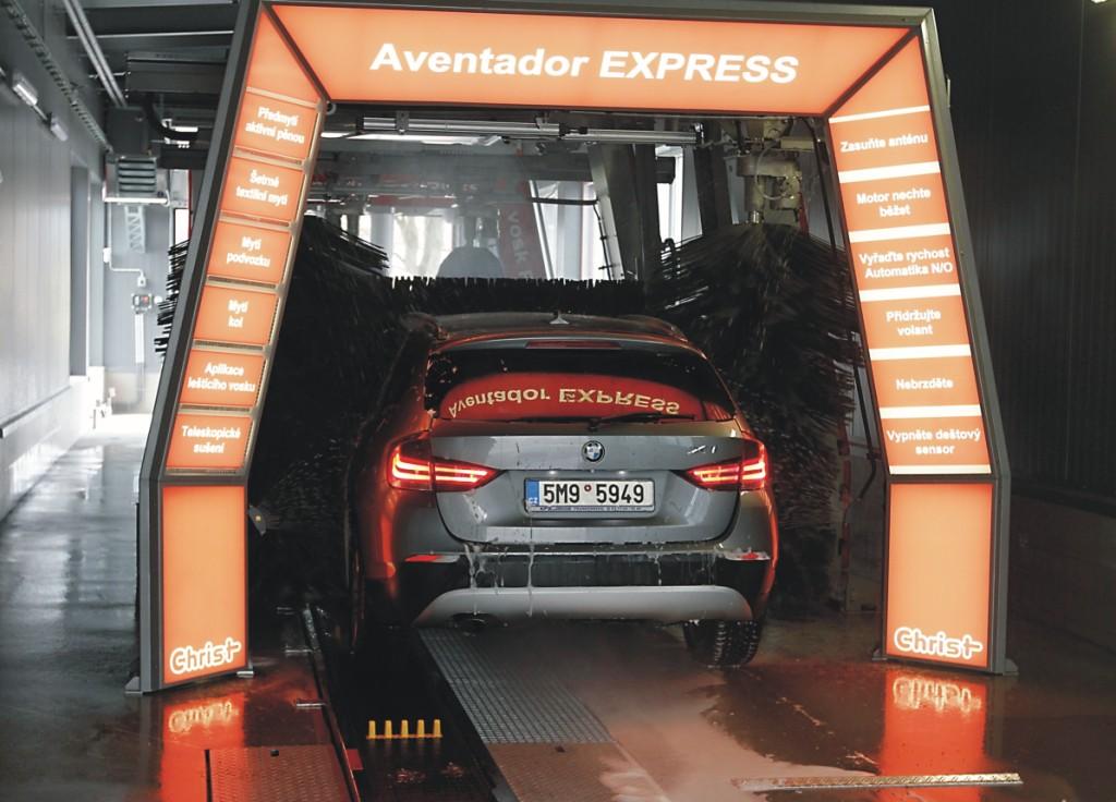Tunelová mycí linka - rychlé, levné a efektivní mytí vozidel