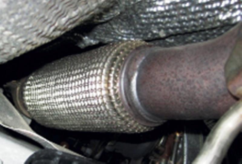 Hadicové vedení ve výfukovém systému pro motorová vozidla Opava