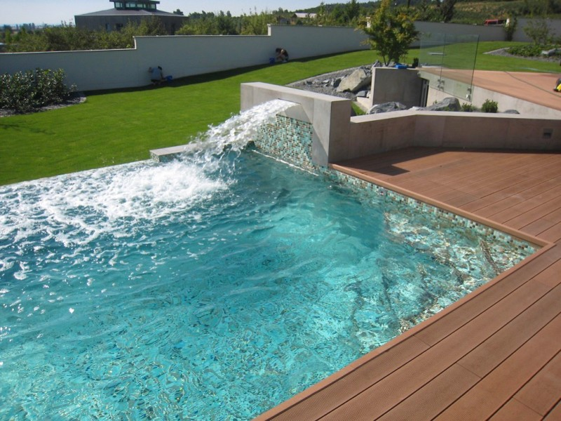 Keramické vnitřní i venkovní bazény dodají originální a exkluzivní vzhled