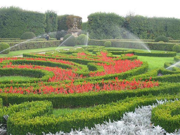 Automatické zavlažovací systémy okrasných zahrad, sportovních ploch