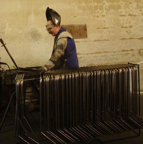 Kovovýroba Beroun - výroba malé dopravní a přepravní techniky, práškování, lisování
