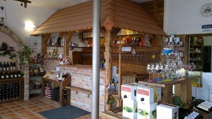 Vinotéka Břeclav-sudová, lahvová kvalitní vína, mošty, nové víno k ochutnání