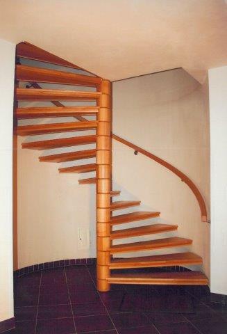 Výroba schodiště-rovné i točité schody ze dřeva