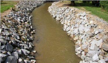 Budování protipovodňové ochrany-zpevnění břehů, úpravy koryt vodních toků