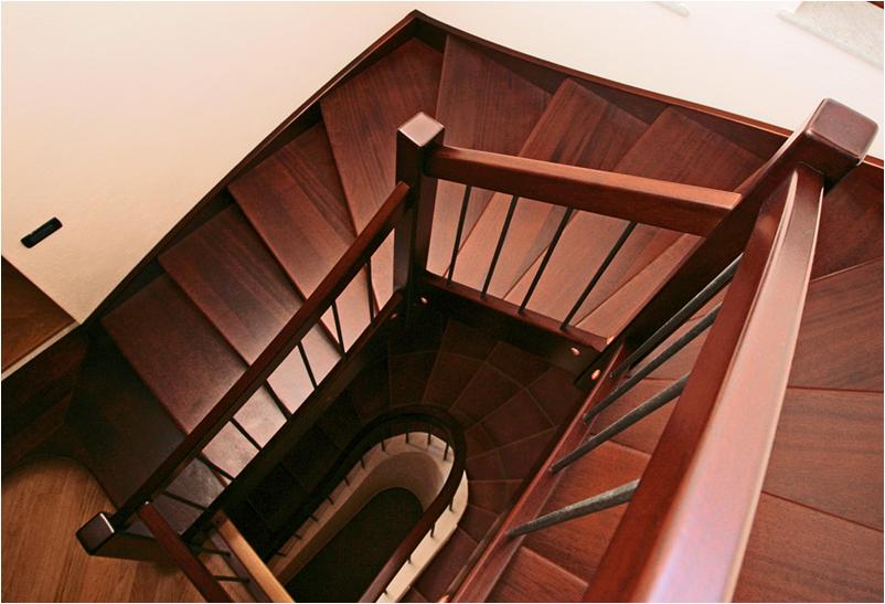 Zakázková truhlářská výroba, dřevěný nábytek, schodiště, okna i dveře