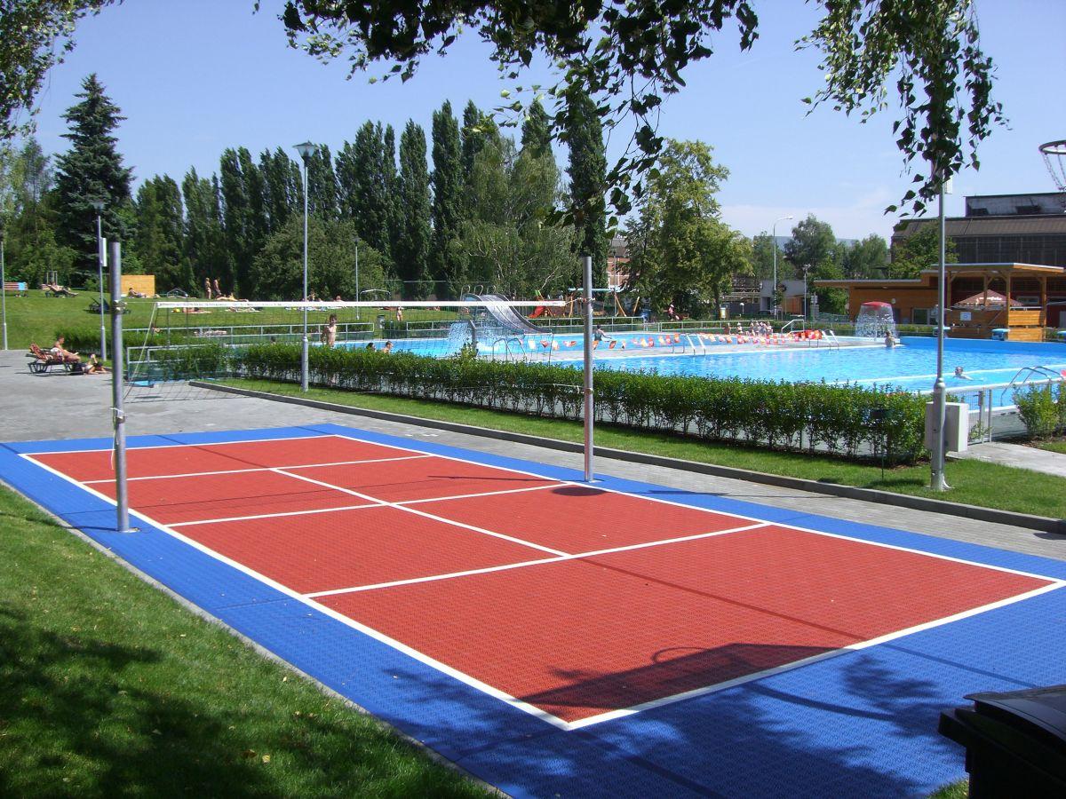 Sportovní kazetové povrchy hřišť Bergo pro školy, sportovní kluby, amatérské i profesionální hráče