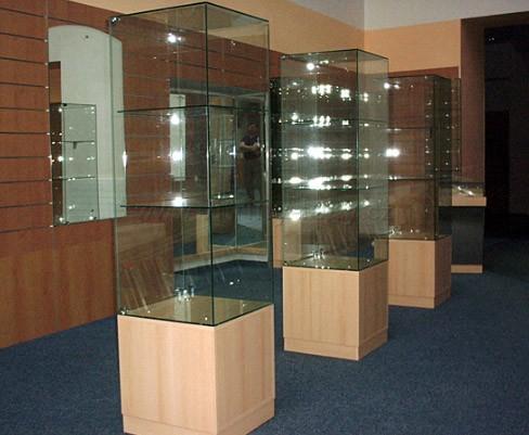 Výroba, skleněných, otočných vitrín Kolín