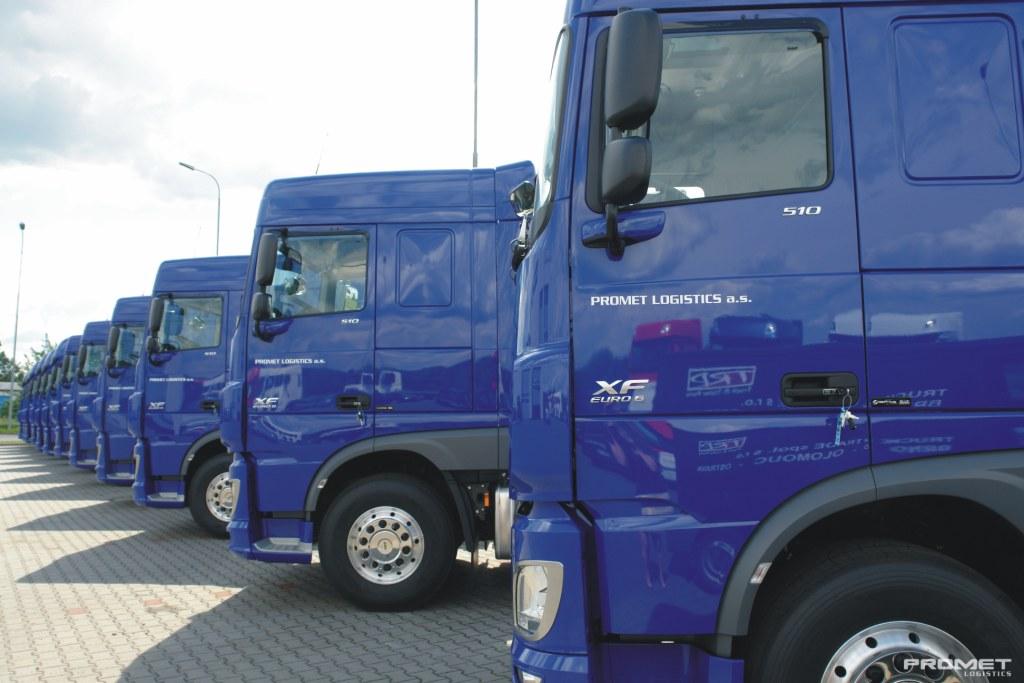 Camion trasporto di materiali sfusi con semirimorchi ribaltabili in tutta l´Europa