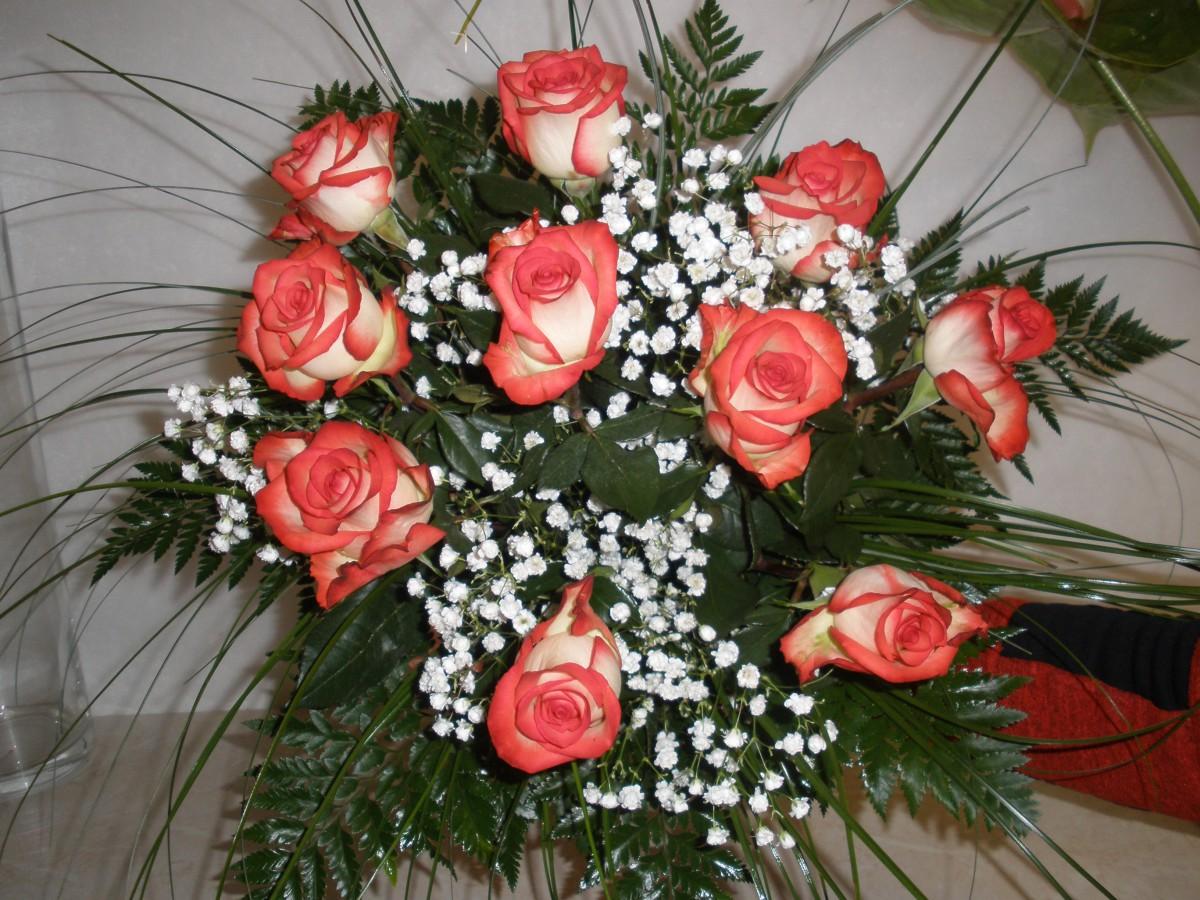 Rozvoz květin levně a rychle-kytice, pugéty růží z čerstvých květin